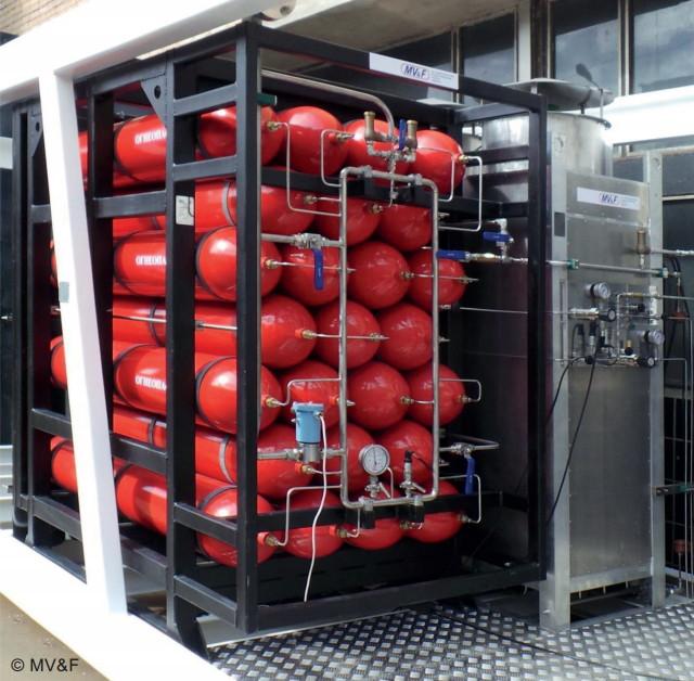 Баллонный аккумулятор газа и атмосферный испаритель с принудительной конвекцией воздуха в составе мобильной Крио АЗС
