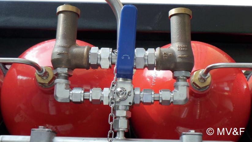 Предохранительные клапаны 329 серии в составе баллонного аккумулятора газа